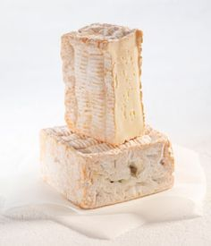 Pavé d'Auge: Is its thickness determines its maturing pretty long (2-4 months) and taste quite pronounced.