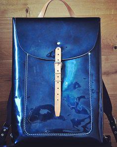«Лаковый рюкзак  Элегантный небольшой сити рюкзак для барышни.  Сделан на заказ.  #Кожаная_женская_сумка #женские_дизайнерские_сумки #необычные_сумки…»