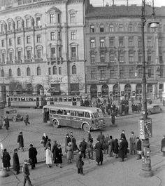Utcai forgalom Ugy gondolom ez a Marx tér. Old Pictures, Old Photos, History Photos, Budapest Hungary, Beautiful Buildings, Homeland, Historical Photos, Amazing Photography, The Past