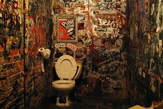 CBGB's, lì dove nacque il punk rock Bathroom Graffiti, Bathroom Artwork, Bathroom Ideas, Punk Rock, Tom Verlaine, History Of Punk, Oral History, Music Documentaries, Dangerous Minds