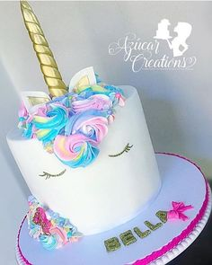 @azucarcreations  you outdid it! Tell me this is not the cutest unicorn cake ever? I just had to repost I couldn't resist the cuteness!  Done by our talented friend @azucarcreations #wow #unicorn #cake #cutest #cakes