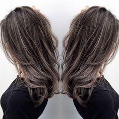 HAIR(ヘアー)はスタイリスト・モデルが発信するヘアスタイルを中心に、トレンド情報が集まるサイトです。20万枚以上のヘアスナップから髪型・ヘアアレンジをチェックしたり、ファッション・メイク・ネイル・恋愛の最新まとめが見つかります。 Asian Hair Highlights, Colored Hair Tips, Gorgeous Hair Color, Hair Color Techniques, Brown Blonde Hair, Hair Color Balayage, Light Hair, Hair Looks, Medium Hair Styles