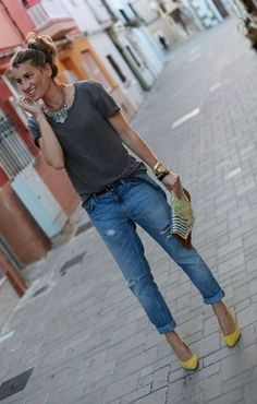 Gray tee, boyfriend jeans,  colorful shoes/jewelry