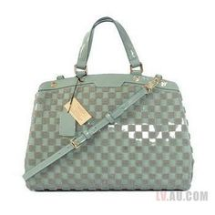 87667bba8b76a This Louis Vuitton Monogram Vernis Brea Bags comes with serial numbers