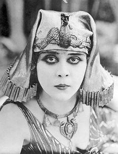 Theda-Bara-Cleopatra3.jpg