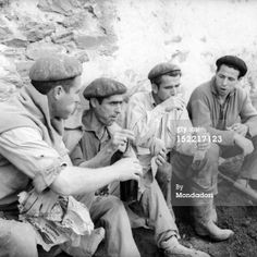 News Photo: Some workers with a basque beret eat and…