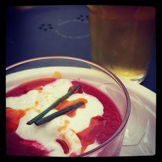 Crema di pomodoro fredda, burratina e salsa di peperone crusco abbinata alla #birra Verguenza Summer edition del Birrificio Menaresta: un orgasmo! http://instagram.com/p/pJ5XjKFh-M/