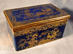 Copeland Spode Chinese chinoiserie powder blue porcelain box. The hinged top and sides featuring hand gilding of classic Cantonese pastoral imagery: temples, pagodas, fisherman, bridges, etc. on a cobalt background with additional scroll and lattice work decoration. England. circa 1900