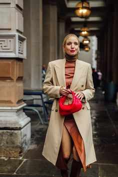 Attendees at London Fashion Week Fall 2020 - Street Fashion Cute Casual Outfits, Chic Outfits, Winter Outfits, Summer Outfits, Fashion Outfits, Diy Fashion Hacks, Best Street Style, Vetement Fashion, Streetwear Fashion