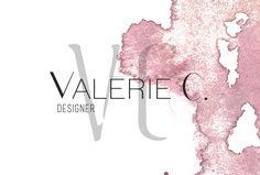 Valérie C., une marque de vêtements féminins, moyen à haut de gamme, se distinguant par ses étoffes riches et contrastantes. La jeune femme professionnelle, âgée entre 25 et 35 ans, se reconnaît parfaitement à travers cette collection qui rappelle la nature, les voyages et la richesse des couleurs.