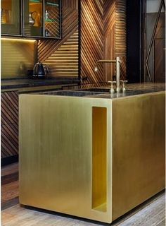 lionel jadot and de rosee sa architects / crafted house wilton place, westminster london Gold Interior, Interior Design Kitchen, Luxury Kitchens, Cool Kitchens, Kitchen Dining, Kitchen Decor, Kitchen Island, Open Kitchen, Kitchen Styling