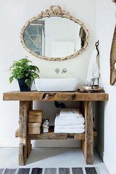 Muebles_vintage_reciclado_lavabo_baño_las_tres_sillas_9 Vintage Bathroom Sinks, Bathroom Sink Tops, Wooden Bathroom, Lavabo Vintage, Japanese Style Bathroom, Loft Interior Design, Loft Interiors, Decorating Small Spaces, Bathroom Styling