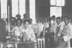 Alumnos en Laboratorio de Química de la Escuela de Minas en el año 1930. Concert, School, Recital, Concerts