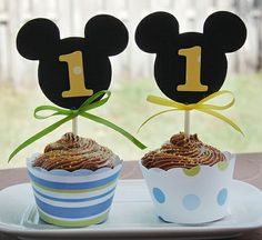 Mickey Mouse cupcake toppers :)