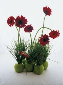 Centros de mesa Aprovecha lo que tienes a mano, como verduras, frutas y velas, y prepara sorpren OjoconelArte.cl |