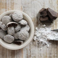 Low-carb desserts here. We've compiled a list of the most delicious, most delectable, most indulgent, and most diet-friendly desserts out there. Diet Desserts, Low Carb Desserts, Low Carb Recipes, Dessert Recipes, Cookie Gift Baskets, Cookie Gifts, Cheesecake Cookies, Chocolate Cheesecake, Protein Foods