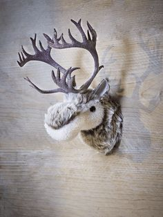 Add a touch of retro charm to your Christmas with this super sweet, lightweight moose head decoration featuring glittery antlers. With a simple wire loop on reverse for hanging, this supersoft small moose headlooks great hung next to your Christmas tree or in your little one's bedroom.