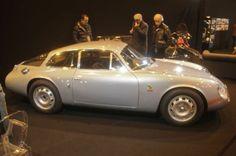 Alfa Romeo Giulietta SZ (1959)Photo 4/27 En septembre 1960. Zagato développe une version plus élaborée sur le plan aérodynamique. Elle se différencie surtout par sa partie arrière allongée et tronquée («coda tronca»). Sa fabrication s'achèvera en janvier 1963 avec le 42e exemplaire.