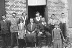 Driek en Netje Verberne-Berkvens driek verberne was een zoon van johannes verberne , een broer van  grootmoeder verberne jansen , in 1925 was het hun  gouden  bruiloft !!