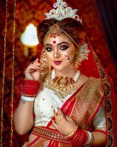 Bridal Hairstyle Indian Wedding, Bengali Bridal Makeup, Bridal Outfits, Bridal Dresses, Rajasthani Photo, Wedding Couples, Wedding Photos, Bengali Culture, Beautiful Indian Brides