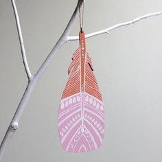Un ornamento di albero Keepsake con mini auguri cartolina postale.    Questo è un originale di un pezzo di arte gentile in una serie limitata di 30.