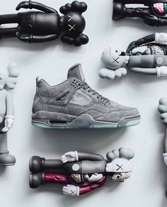 The Nike Air Jordan 4 x @KAWS is available in limited sizes at kickbackzny.com. TAG someone who needs a pair!