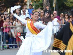 """La Reina Marinera 2015 Lucero Chavarría deleitó a los presentes con su baile de Marinera acompañada de Frank Aguirre Carbonell el """"Chalán de Barcelona"""""""