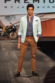 Siddharth Malhotra Walk on The Ramp at Allure Fashion Show.