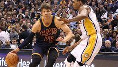 Cleveland : Kyle Korver toujours au repos forcé -  Alors que les Cavaliers traversent une mauvaise passe, la franchise devra continuer de composer sans l'une de ses recrues de la mi-saison, Kyle Korver. Selon Ohio.com, l'ancien shooteur des Hawks… Lire la suite»  http://www.basketusa.com/wp-content/uploads/2017/03/kyle-korver-pacers-1-570x325.jpg - Par http://www.78682homes.com/cleveland-kyle-korver-toujours-au-repos-force homms2013 sur 78682 ho