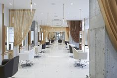 Salone Cinq is a minimal hair salon located in Osaka, Japan, designed by ninkipen!.