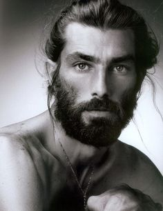 Самые популярные тэги этого изображения включают: beard, black and white и man