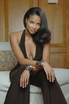 The gorgeous Rochelle Aytes. I'm diggin' the outfit and the bangles. I see you sis!