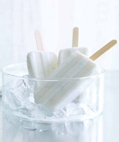 coconut and vanilla ice pops pg 140 Black And White Aesthetic, All White, Pure White, White Sea, White Light, Snow White, Wallpaper Azul, White Wallpaper, Coconut Popsicles