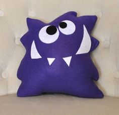 Monster Plush Pattern PDF Tutorial and Printable Templates -Nom Nom Monster Pillow Pattern Monster Plush Pattern PDF Tutorial und di bedbuggspatterns su Etsy Sewing Toys, Sewing Crafts, Sewing Projects, Felt Crafts, Kids Crafts, Monster Toys, Ugly Dolls, Plush Pattern, Tooth Fairy Pillow