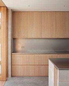 Private house, Peckham, London by Al-Jawad Pike Architects Kitchen Interior, New Kitchen, Home Interior Design, Interior Styling, Interior Architecture, Narrow Kitchen Extension, Cuisines Design, Modern Kitchen Design, Maine House