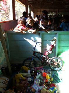 Campaña de recolección de útiles escolares - http://www.desktopcostarica.com/eventos/2013/talamanca-campana-de-recoleccion-de-utiles-escolares