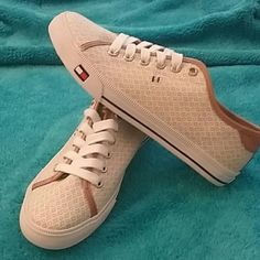 Tommy hilfiger sneakers NEW Tommy hilfiger sneakers NEW women size us 8 color light brown /white Tommy Hilfiger Shoes Sneakers