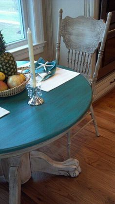 Painting Kitchen Table Color Ideas Distressed Table and Chairs that Craig and I Did Distressed Furniture Painting, Paint Furniture, Furniture Makeover, Painted Kitchen Tables, Kitchen Table Makeover, Diy Kitchen, Dinning Room Tables, Table And Chairs, Teal Table