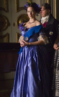 Emily Blunt in The Young Victoria The Young Victoria, Victoria Costume, Victoria Dress, Reine Victoria, Queen Victoria, Movie Costumes, Cool Costumes, Victoria Movie, 50 Shades Darker