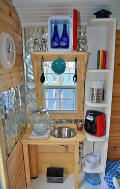 Hutch great no plumbing sink solution.great no plumbing sink solution. Tiny House Blog, Tiny House Swoon, Tiny House Living, Tiny House Plans, Tiny House Design, Micro Kitchen, Tiny Cabins, Outdoor Kitchen Design, Tiny Spaces