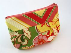 How to make a lined zipper pouch, free sewing pattern, free pleated pouch pattern, how to make a gathered clutch