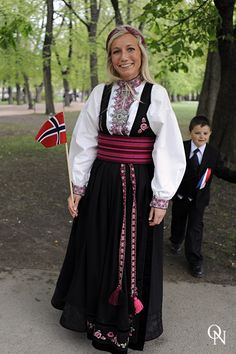 NORWEGIAN CONSTITUTIONAL DAY/ 17.05.10 – Oslo Nights Folk Costume, Costumes, Constitution Day, Going Out Of Business, Oslo, Traditional Outfits, Beautiful Outfits, Vintage Photos, Vikings