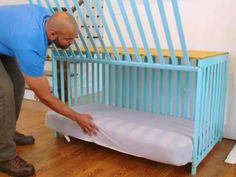 Dog Breeds With a few adjustments, you can turn a baby's crib into a stylish dog crate. - With a few adjustments, you can turn a baby's crib into a stylish dog crate. Diy Dog Kennel, Diy Dog Bed, Dog Kennels, Building A Dog Kennel, Baby Crib Diy, Baby Cribs, Dog Crate Furniture, Furniture Dog Kennel, Office Furniture