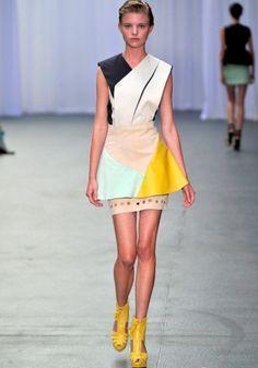 "Lilogi.com - inspiration images, ""Geo-Graphic"" week, geometric fashion, fashion, women's fashion, colour blocking, runway"