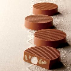 Thick milk chocolate discs with crunchy walnuts and gooey marshmallows make for great sweets to indulge on. Royce Chocolate, White Chocolate, Chocolate Boutique, Tree Nuts, Summer Treats, Chocolate Lovers, A Boutique, Marshmallows, Candies