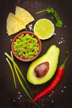 Do you like avocado? Going to a potluck or having a summer bbq? Try this recipe for a tasty guacamole dip. Guacamole Dip, Raw Food Recipes, Healthy Recipes, Avocado, Food Porn, Food Test, World Recipes, Eat Smart, Snacks