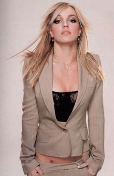 Britney Spears photoshoot by Mark Liddell in Britney Spears 2002, Britney Spears Images, Mississippi, Divas, Britney Jean, Princess Photo, Beauty And Fashion, Baby One More Time, Princesses