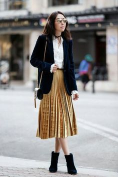 Pleated Skirt Outfit Ideas Pictures the best outfit ideas of the week velvet outfit midi Pleated Skirt Outfit Ideas. Here is Pleated Skirt Outfit Ideas Pictures for you. Pleated Skirt Outfit Ideas how to wear pleated skirts pretty designs. Midi Rock Outfit, Midi Skirt Outfit, Skirt Outfits, Blazer Outfits, Edgy Outfits, Fall Outfits, Fashion Outfits, Work Outfits, Blouse Outfit