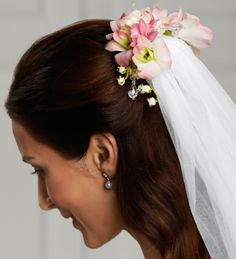 The FTD® Celestial™ Hair Décor is a wonderful way to add that extra touch to your veil. Beautiful Lily of the Valley, fragrant hyacinth and blush Dendrobium Orchids are brought together to form an exquisite hair accessory to make you look your bridal best.