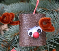 Toilet Paper Roll Reindeer Ornaments are goofy, adorable, and low-cost. As far as kids' crafts for Christmas, this one is top-notch for you and the kids. Jackie's suggestion for free wallpaper samples makes this kids' Christmas craft great. Kids Christmas Ornaments, Christmas Crafts For Toddlers, Reindeer Ornaments, Toddler Christmas, Easy Crafts For Kids, Xmas Crafts, Raindeer Craft, Christmas Room, Thanksgiving Crafts